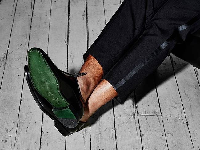 designidentity_photography_fashion_model_ecommerce_mens_formal_footwear_black_green